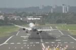 Video: Phi công 'đánh võng' cùng phi cơ A321 khi gặp gió 'quái' ở sân bay Anh