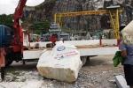 Đứt dây cáp cần cầu, tảng đá 2 tấn đè chết người điều khiển
