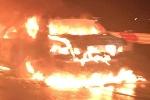Tài xế đập cửa thoát khỏi ô tô bốc cháy trên cao tốc