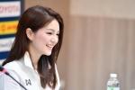 Nữ trưởng đoàn U22 Thái Lan xinh đẹp: 'Chúng tôi sẽ thắng cả 4 trận còn lại'
