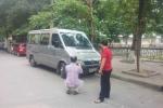 Thanh tra giao thông kể giây phút đánh đu trên cần gạt nước xe khách 16 chỗ