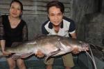 Câu được cá lăng đuôi đỏ gần 45kg trên sông Sêrêpốk