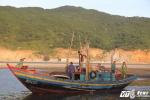 6 thuyền viên kể lại giây phút cứu sống phi công Nguyễn Hữu Cường trên biển