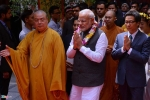Thủ tướng Ấn Độ dâng hương ở chùa Quán Sứ