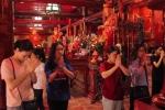 Đông đảo sĩ tử đến Văn Miếu cầu may trước khi bước vào kỳ thi THPT quốc gia 2017