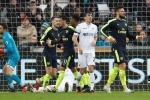 Arsenal thắng dễ Swansea City trong trận đấu có 2 bàn phản lưới