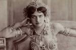 Các nữ sát thủ khét tiếng trong lịch sử: Vũ nữ nóng bỏng khiến 50.000 lính Pháp bỏ mạng