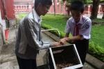 Học sinh lớp 9 chế tạo thành công thùng rác tự... gom rác, không dùng năng lượng