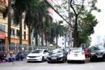 'Cướp' vỉa hè làm bãi đỗ ôtô trước trụ sở cơ quan nhà nước ở Hải Phòng