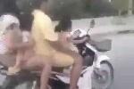 Clip sốc: Bố mẹ để con gái nhỏ lái xe máy chở cả gia đình lao vun vút trên phố