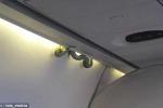 Video: Hành khách tá hỏa khi thấy rắn độc bò lổm ngổm trên máy bay