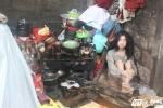 Cuộc sống như thời nguyên thủy của ba mẹ con 'người rừng' ở Huế