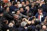 Nghị sĩ Thổ Nhĩ Kỳ ẩu đả dữ dội khi họp Quốc hội