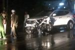 Xe máy đối đầu ô tô, 2 người chết thảm