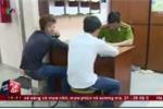 Clip: Tóm gọn 2 đối tượng cướp giật túi xách của du khách nước ngoài