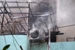 Thợ hàn xì bất cẩn gây cháy, khu dân cư náo loạn
