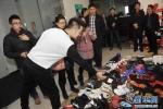 Cầm đồ hàng trăm đôi giày lấy 3,5 tỷ đồng cưới vợ