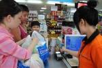 Bảo vệ siêu thị 'bồng súng' câu khách, người Thái dọn chỗ bán hàng