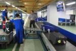 Nhân viên sân bay Nội Bài trộm hành lý như thế nào?