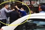 Hà Nội: Mặc cảnh sát can ngăn, dân tới tấp lao vào đánh hội đồng tên trộm