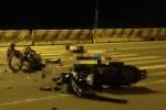 Hai xe máy đối đầu, 5 người nguy kịch