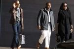 Tổng thống Obama gây 'sốt' khi ăn vận như thời sinh viên