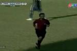 Trọng tài V-League quên thẻ đỏ ngoài sân
