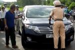 Khởi tố tài xế tông CSGT hất văng lên nắp capô