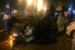Xe bán tải tông xe máy, cô gái bị hất văng lên vỉa hè chết thảm