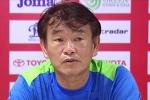 HLV Phan Thanh Hùng khen HAGL, chê trọng tài không rút thẻ đỏ học trò