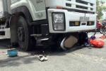 Xe tải chạy cùng chiều 'nuốt' xe máy, thai phụ nguy kịch