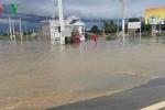 Quốc lộ 1A ngập nặng do mưa lũ