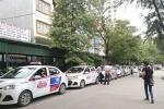 Luật ngầm phía sau bệnh viện: Từ giám đốc đến nhân viên đua nhau đầu tư xe