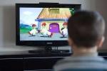 Bé xem tivi càng nhiều, lớn càng dễ thiếu, gãy xương