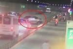 Khoảnh khắc ô tô phóng ngược chiều, gây tai nạn liên hoàn trong hầm Thủ Thiêm