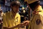 Gây tai nạn bị chặn xe, 'ma men' dùng mũ bảo hiểm tấn công CSGT ở Sài Gòn