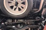 Vì sao ô tô dễ bị lật khi lắc ngang đuôi xe đi qua đường xóc?
