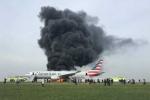 Máy bay dân dụng cháy ngùn ngụt ở Chicago