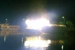Tàu du lịch bốc cháy dữ dội trong đêm ở Quảng Ninh