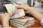 Đôi nam nữ mang tiền giả đến nhà băng ở Sài Gòn để gửi