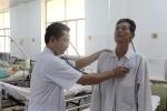Đến bệnh viện chăm vợ, chồng bất ngờ đột quỵ liệt nửa người