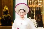 Tú Anh lần đầu diện áo dài của nhà thiết kế Lan Hương