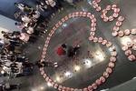 Chàng trai Trung Quốc gây 'bão' mạng với màn cầu hôn 'bá đạo' bằng 99 hộp tôm hùm