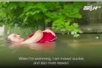 Sợ tắc đường, người đàn ông bơi 2km đi làm mỗi ngày