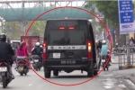 Video: Cận cảnh 'xe dù' Limousine tung hoành khắp ngõ ngách Hà Nội