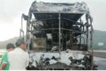 Xe khách cháy trơ khung, 30 hành khách thoát chết