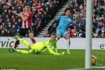 Thắng dễ Sunderland, Man City bám đuổi quyết liệt Chelsea, Tottenham