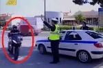 Hành động khó tin của thanh niên đi môtô khi bị CSGT ra hiệu dừng xe