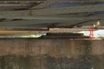 Hình ảnh lạ dưới chân cầu Long Biên: Rùng mình nhìn cầu nghiêng về một bên