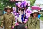 1001 kiểu rước dâu mùa lũ 'đốn tim' dân mạng